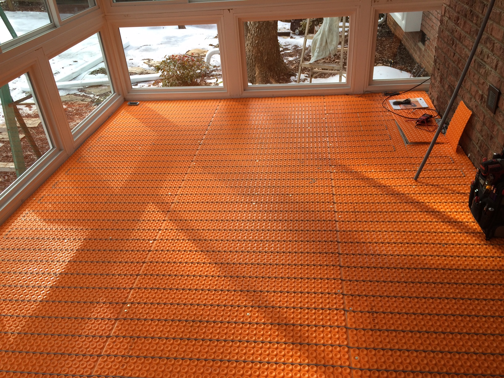 Heated ceramic tile floors
